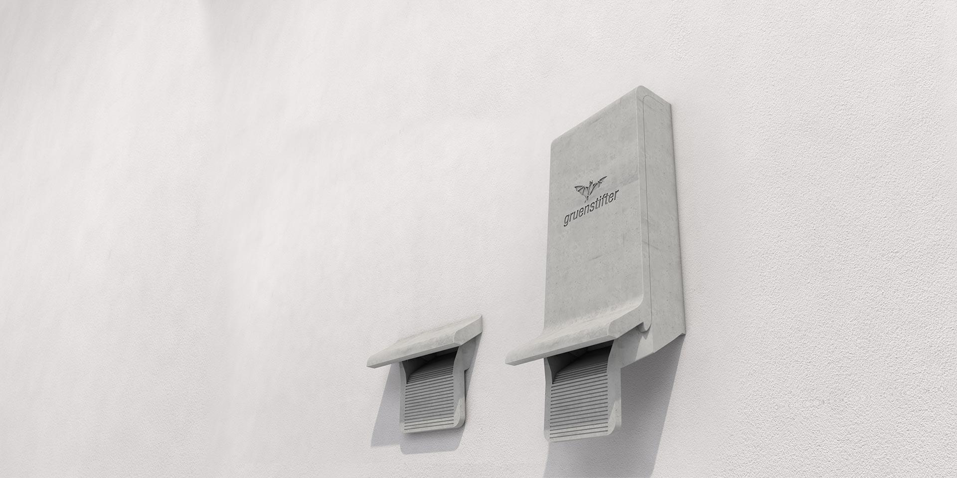 fledermauskasten an weißer Hauswand